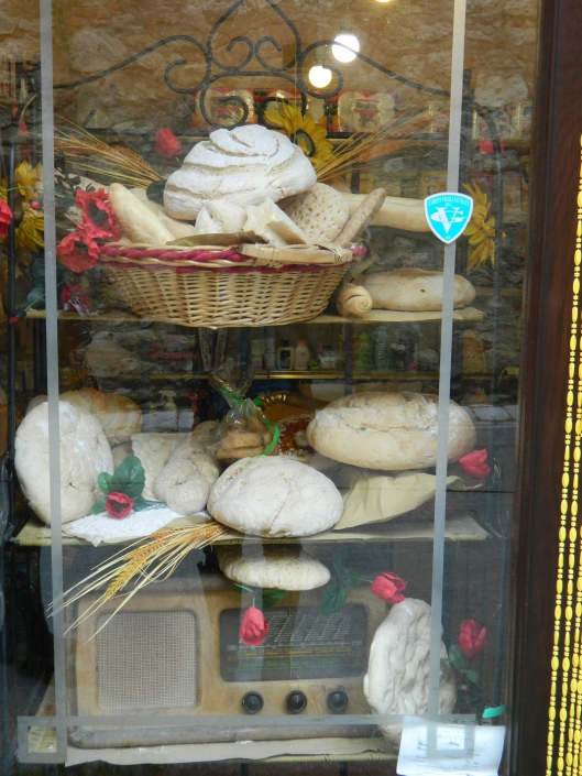 Artisan bread - so white and organically displayed in Lari.
