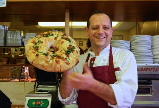 The pizza maker, Octavio, named because he was the eighth born child, treats us to a Margarita pizza made with smoked mozzarella – benissimo!