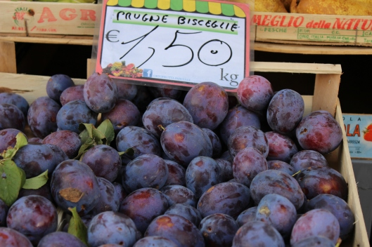 This is for you my belle soeur! Our favorite Italian plums.